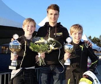 Stan Pex doet het super met zijn team: snelle kart-tweeling Tim en Nick Gerhards doen goede zaken