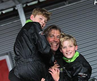 Tweeling Tim en Nick Gerhards kennen een topweekeinde in BNL: kampioen en manchezeges!